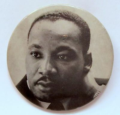 """1968 MARTIN LUTHER KING Fifth Avenue Vietnam Peace Parade NY  3"""" pinback button"""