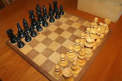 VINTAGE WEIGHTED  WOODEN CHESS SET STAUNTON PATTERN - Complete 32 pieces in box