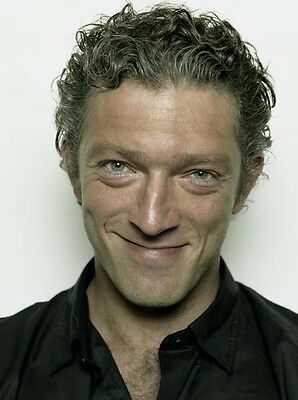 Vincent Cassel UNSIGNED photo - H4171 - HANDSOME!!!!!