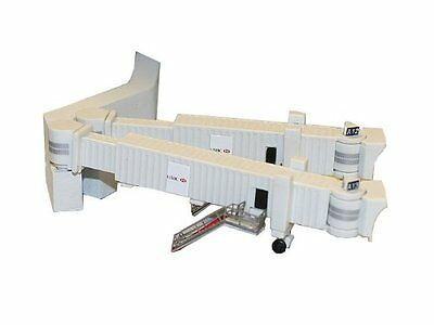 Gemini Jets Airbridge Set 2 with 3 Dual Widebody Jet Bridges and Airport Ad