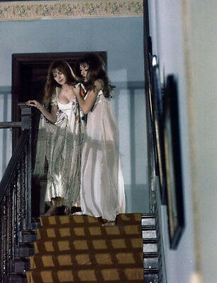 Madeline Smith & Ingrid Pitt UNSIGNED photo - H7124 - The Vampire Lovers