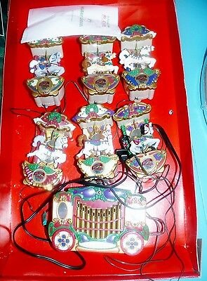 Mr Christmas Holiday Carousel 6 Horses 21 Songs Ornaments Musical Lighted in Box