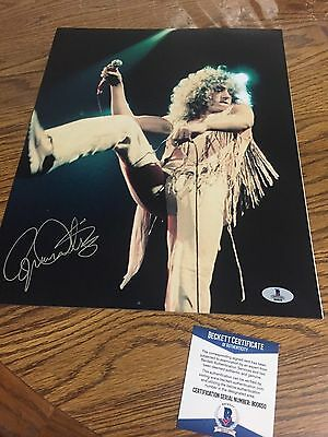 Autographed Roger Daltrey 11-14 Photo Beckett Certified Signed Pose 3 The Who