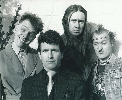 Christopher Ryan, Rik Mayall & Nigel Planer photo - H4374 - The Young Ones