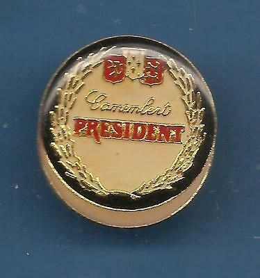 Pin's pin FROMAGE CHEESE CAMEMBERT PRESIDENT BORD NOIR (ref E)
