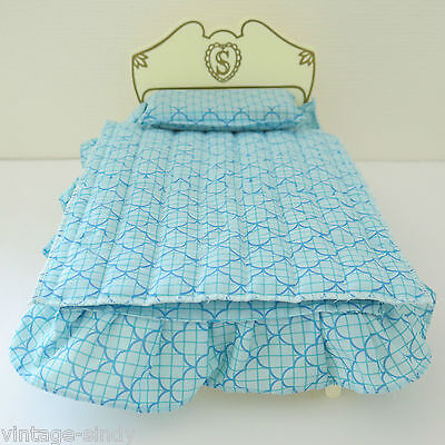 Sindy BED with BLUE BEDCLOTHES | Vintage Pedigree Sindy Doll Furniture | 1970s
