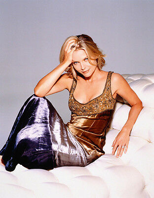 Michelle Pfeiffer UNSIGNED photo - H4878 - SEXY!!!!!!