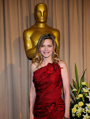 Michelle Pfeiffer UNSIGNED photo - H4882 - At the Oscars