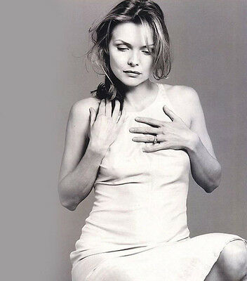 Michelle Pfeiffer UNSIGNED photo - H4898 - SEXY!!!!!!