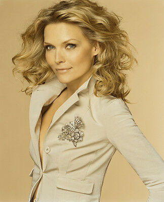 Michelle Pfeiffer UNSIGNED photo - H4902 - SEXY!!!!!!