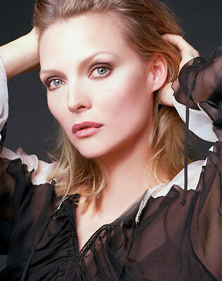 Michelle Pfeiffer UNSIGNED photo - H4903 - SEXY!!!!!!