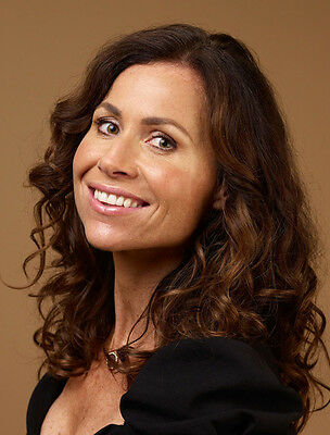 Minnie Driver UNSIGNED photo - H4908 - English actress and singer-songwriter