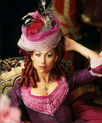 Minnie Driver UNSIGNED photo - H4915 - The Phantom of the Opera