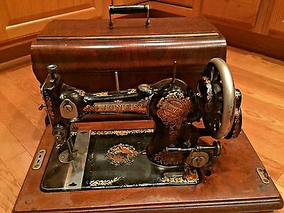 Antique Late 1800's Jones Family C.S. Hand Crank Sewing Machine w/ Case & Key