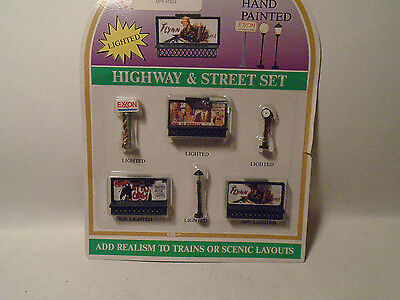Model Power #1329 N Scale 6 Pc Lighted Street Lamps & Billboards New In Package