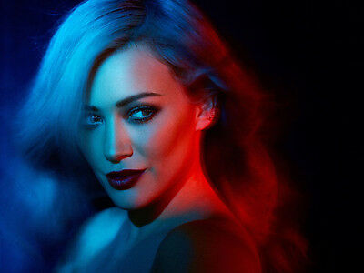 Hilary Duff UNSIGNED photo - H5064 - GORGEOUS!!!!!