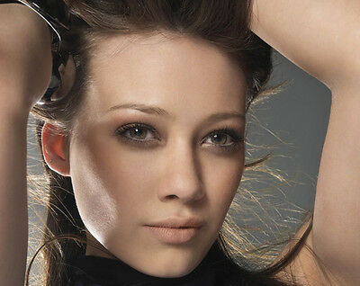 Hilary Duff UNSIGNED photo - H5092 - GORGEOUS!!!!!