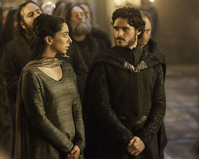 Oona Chaplin and Richard Madden UNSIGNED photo - H5050 - Game of Thrones