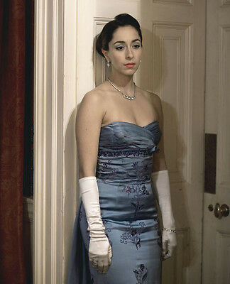 Oona Chaplin UNSIGNED photo - H5056 - The Hour