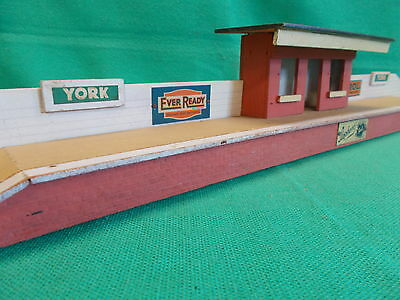 "Hailey Models O Gauge PASSENGER STATION ""YORK"" with TINPLATE ADVERTS C.1940's"
