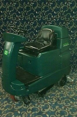 "Tennant Nobles 32"" ride on floor scrubber with FREE shipping"