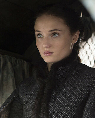 Sophie Turner UNSIGNED photo - H5240 - Game of Thrones