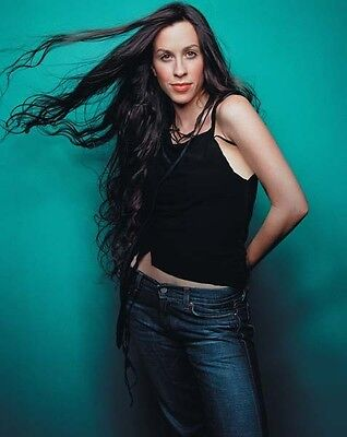 Alanis Morissette UNSIGNED photo - H5345 - Canadian-American singer-songwriter