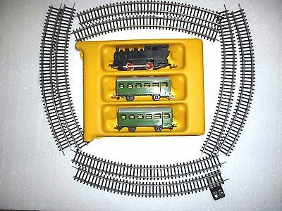 Set Of  Tt Scale Locomotive With 2 Passenger Cars And Full Circle Rails