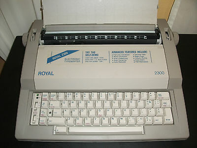 Royal TQ620 2300 Electronic Typewriter with keyboard cover Portable Daisy Wheel