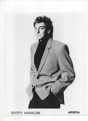 Barry Manilow 10x8 Black And White Photo 1980s ?       (Photo 1)