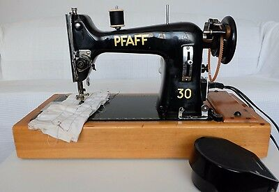 Pfaff 30 Vintage Semi Industrial Sewing Machine in Original Case with Foot Pedal