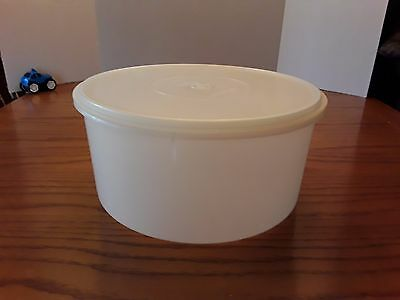 Tupperware Large Round Vintage Sheer White Carry All Canister 32 cup 256 224 Lid