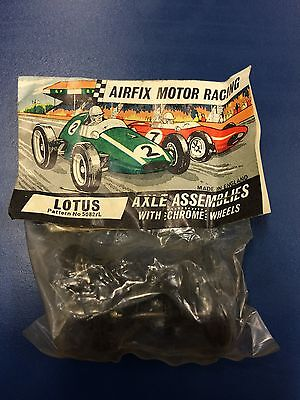 1960s Airfix wheel/tyre and axle set - Lotus 5082/L