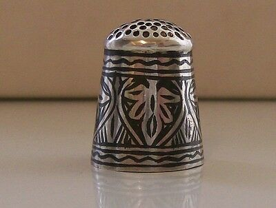 Lovely Collectable White Metal/ Silver (?) Thimble, Nice Decor