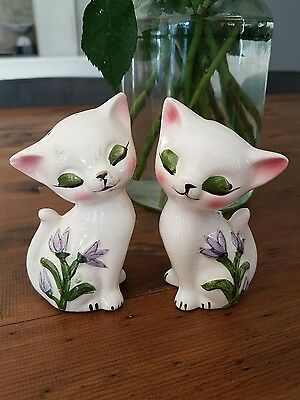 vintage kitsch ceramic cat salt and pepper shakers cute white