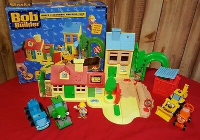 NICE 2001 Bob the Builder ELECTRONIC Talking BUILDING Yard PLAYSET Trucks FIGURE