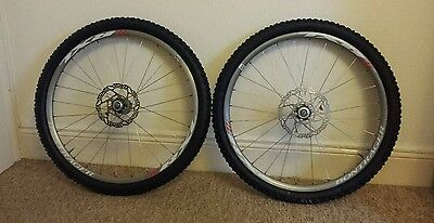 Bontrager Race X-Lite Tubeless Ready Wheelset, Shimano rotors, Schwalbe tyres