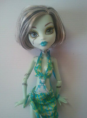 "Mattel MONSTER HIGH DOLL - FRANKIE STEIN ""Skull Shores"""