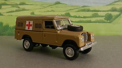 1/72 Scale   ARMY  AMBULANCE LANDROVER