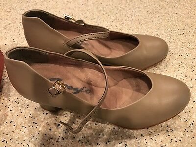 Capezio 550 Tan Sz 6.5 Dance Shoes