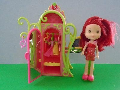 Ssc  Strawberry Shortcake Sweet Styles Closet With Doll And Clothing