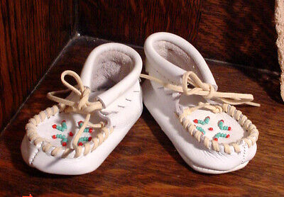 VTG Baby Beaded Indian Moccasins White Leather Taos Mk Kids Childrens Shoes Sz1