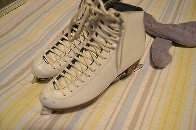 Riedell 121 Ladies Figure Ice Skates sz M 6 1/2 with Sapphire Blades