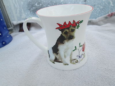 Mug Hudson & Middleton Party Poppers dogs in Christmas outfits