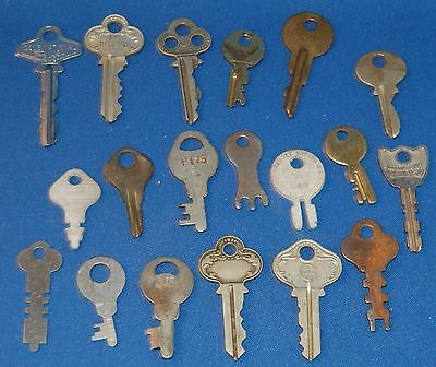 (19) Old Keys Neat Small Collection