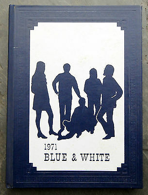 1971 Port Hope High School Blue & White Yearbook Ontario, Canada