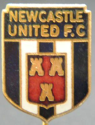 Newcastle United Vintage club crest type badge Stick pin In gilt 16mm x 22mm
