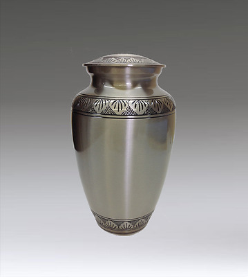 Funeral cremation urn in in brass and silver Urne funéraire en laiton et argent