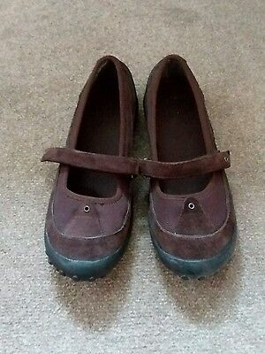 Ladies Clarks brown suede shoes size 5