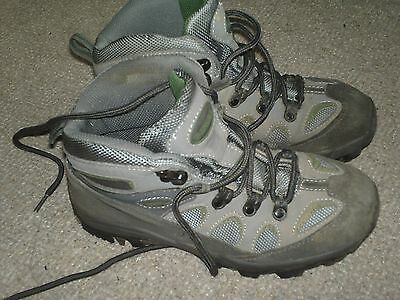 Mountain Warehouse Childs walking boots size 4 VGC